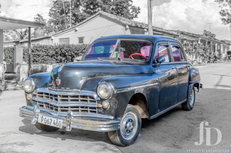 voiture-bleue-foncee-Vinales-NB