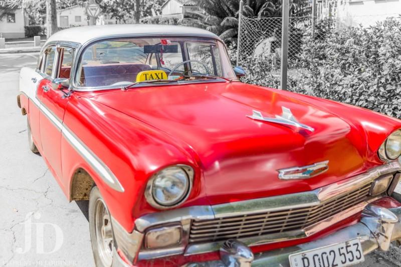 voiture-rouge-Vinales-NB