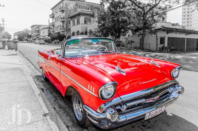 voiture-rouge-taxi-havane-NB