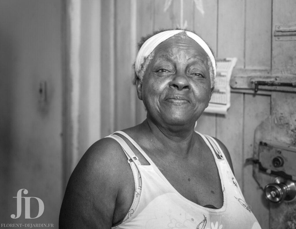 portrait noir et blanc femme cubaine
