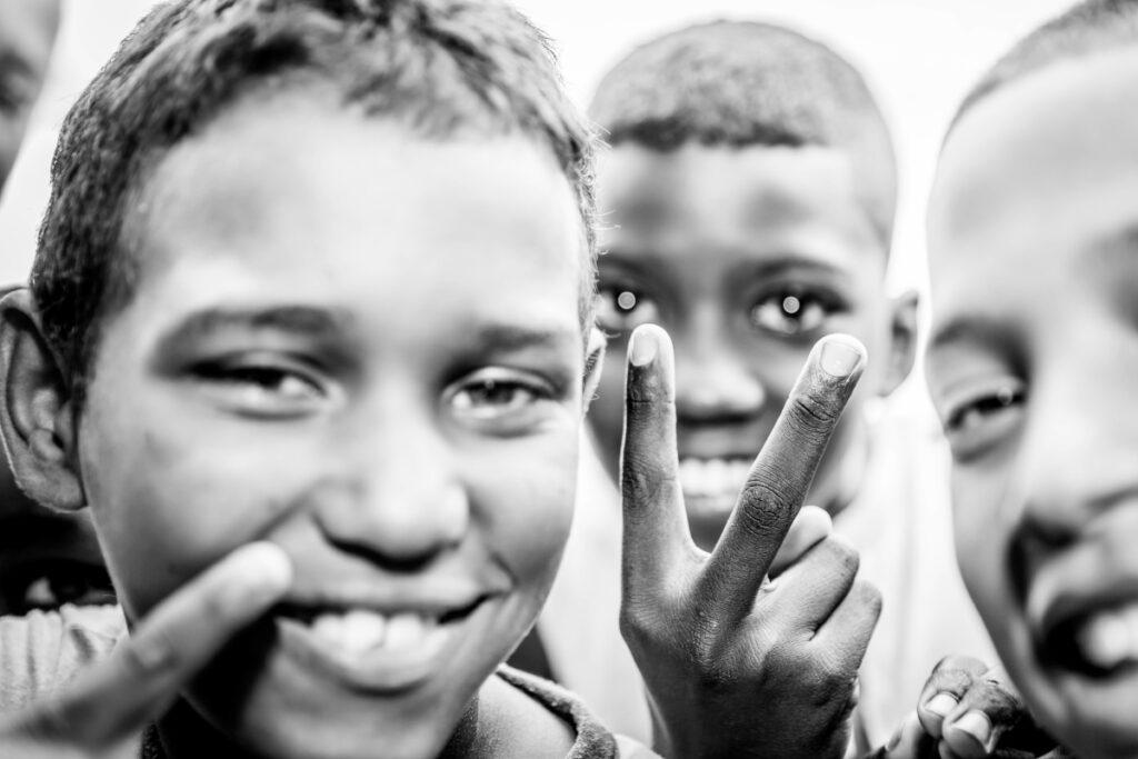 enfants cubains en noir et blanc