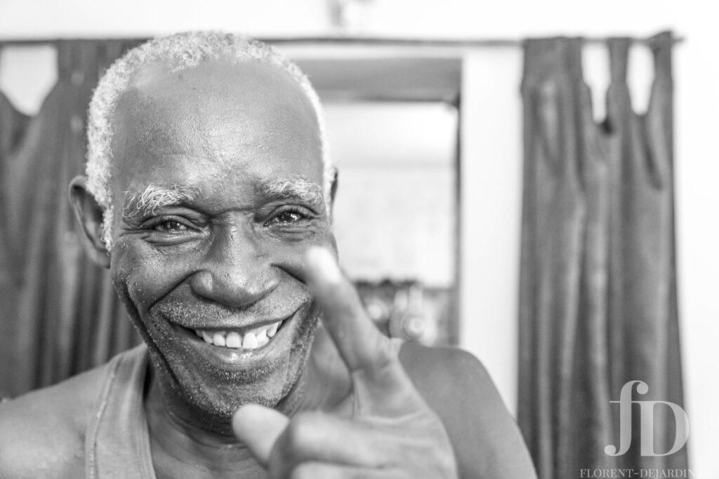 headshoot homme cubain noir et blanc