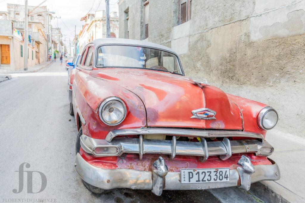 Voiture rouge à Cuba